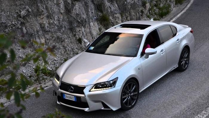 Lexus предлагает специальные условия на покупку нового ES в России