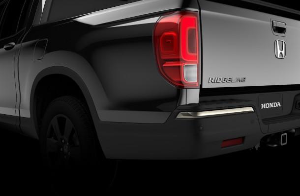Компания Honda показала заднюю часть пикапа Ridgeline новой генерации