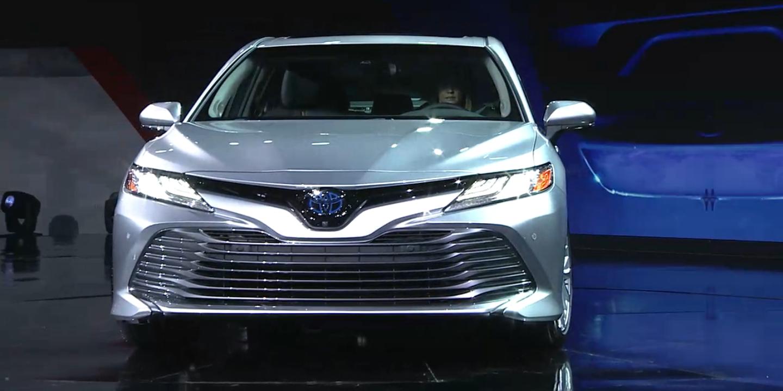 Комплектация Тойота Камри модификации 2018 года фото
